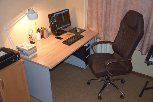 Наконец купил себе стол и стул