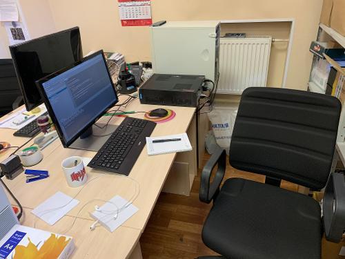 Новое рабочее место на новой работе. Наконец-то без Windows вообще...